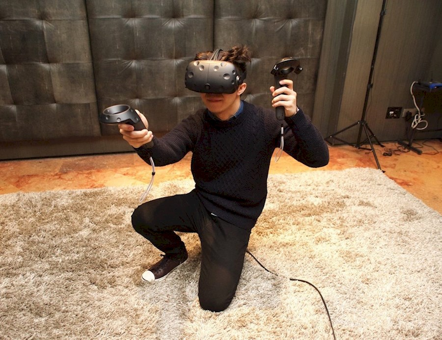 Rent HTC Vive VR Headset from Stijn