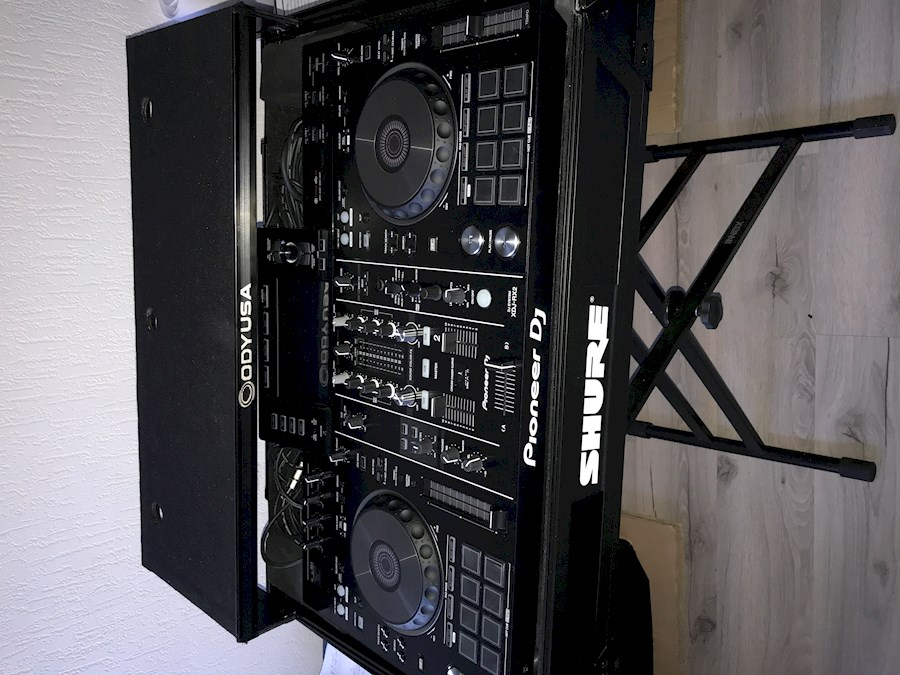 Rent PIONEER  XDJ-RX2 from Lorenzo