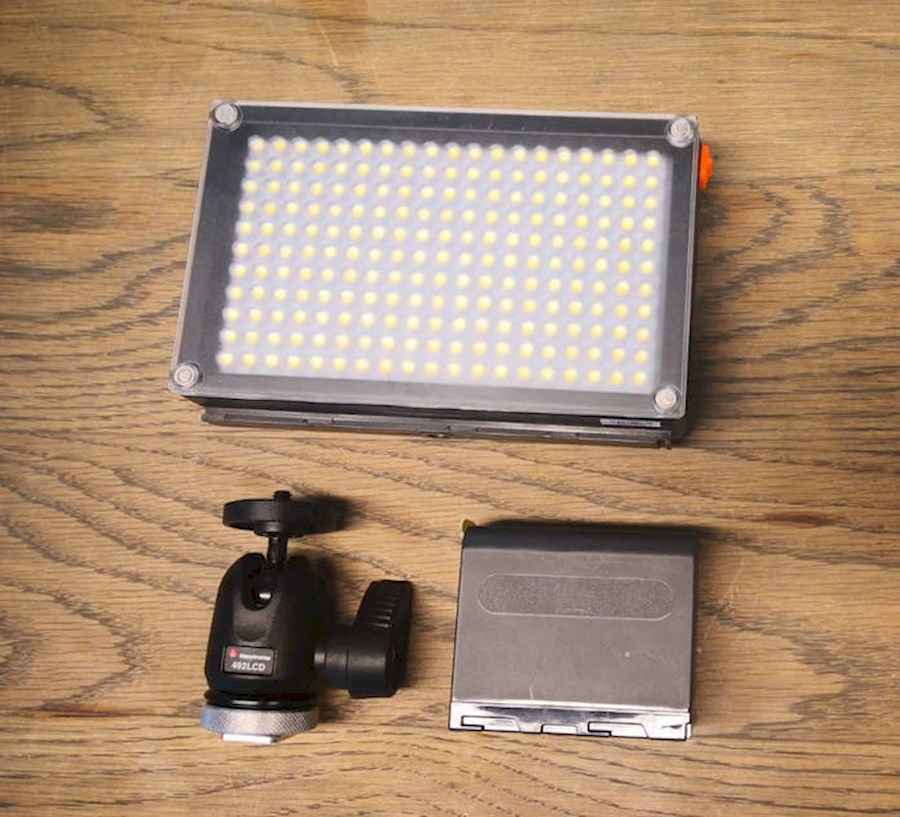 Rent a Walimex  Pro 209 LED videolamp BI-Color in Almere from V.O.F. SQUAREFLARE