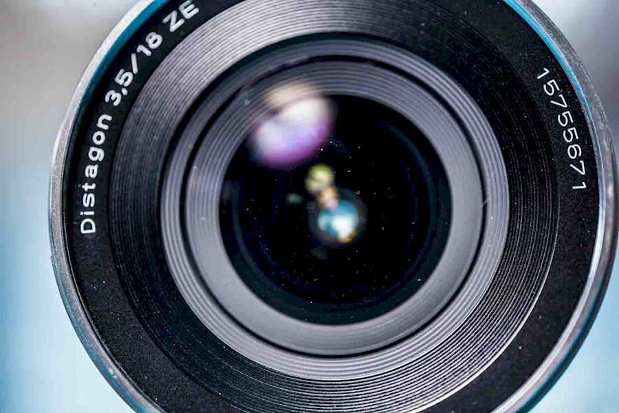 Rent a Zeiss 18mm f3.5 voor Canon in Amsterdam from RISKE DE VRIES