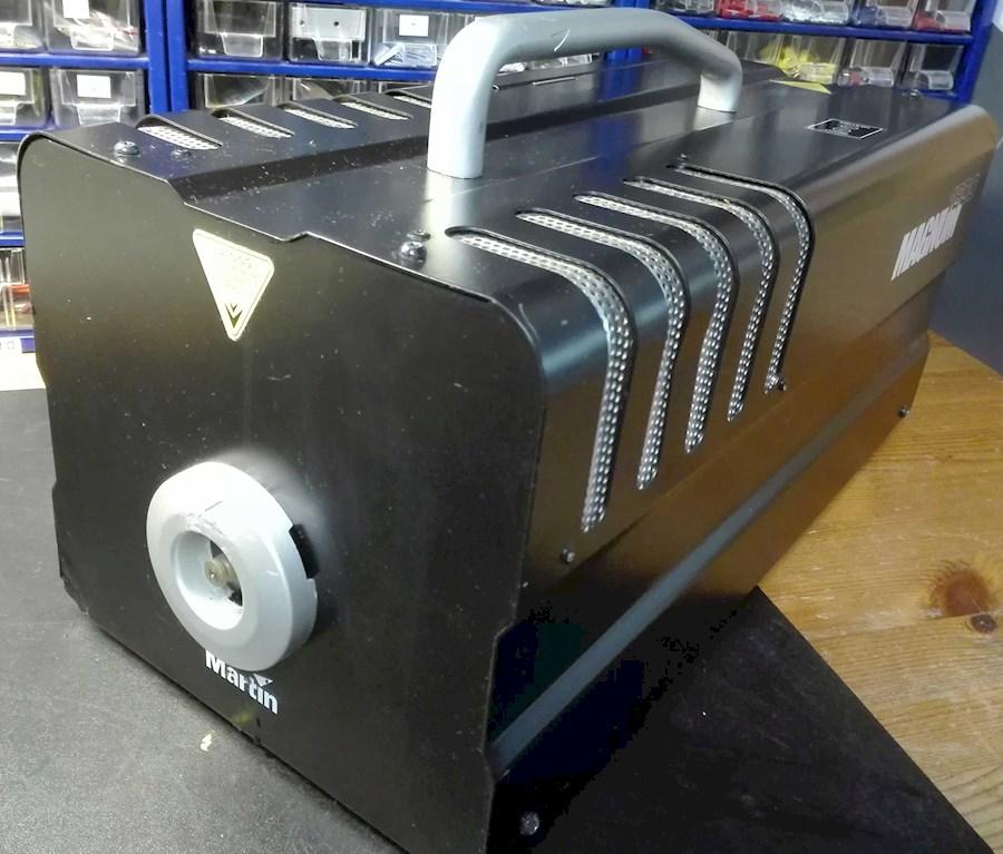 Huur een Rookmachine Martin magnum 1800 met DMX 580m3 rook per minuut in Nieuwkuijk van BLICK FILM & LIVE V.O.F.