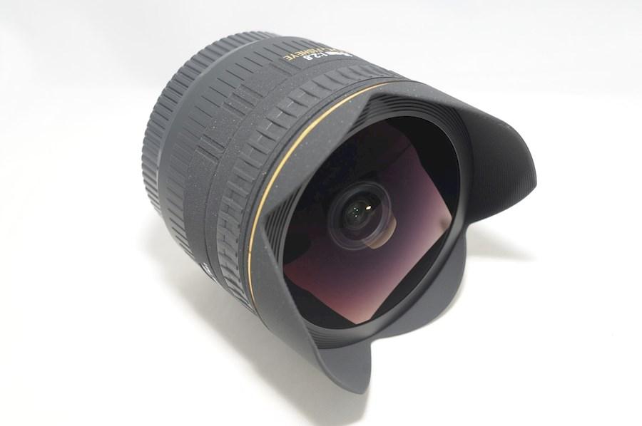 Huur Sigma 15mm Fisheye van Kay