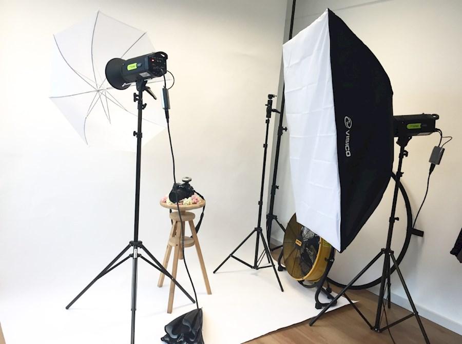 Rent a Complete foto studio om zelf thuis te bouwen in Arnhem from V.