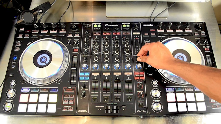 Rent a Pioneer DDJ-SZ in Schagen from SUPERSOUND MUSIC