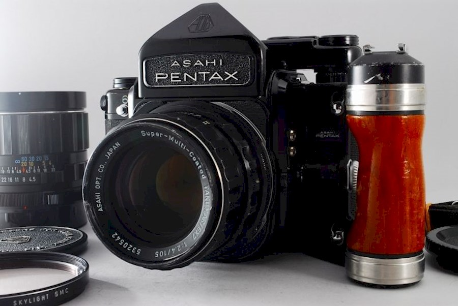 Rent a Analoog - Pentax 67 + 105mm 2.4 lens in Utrecht from Lea