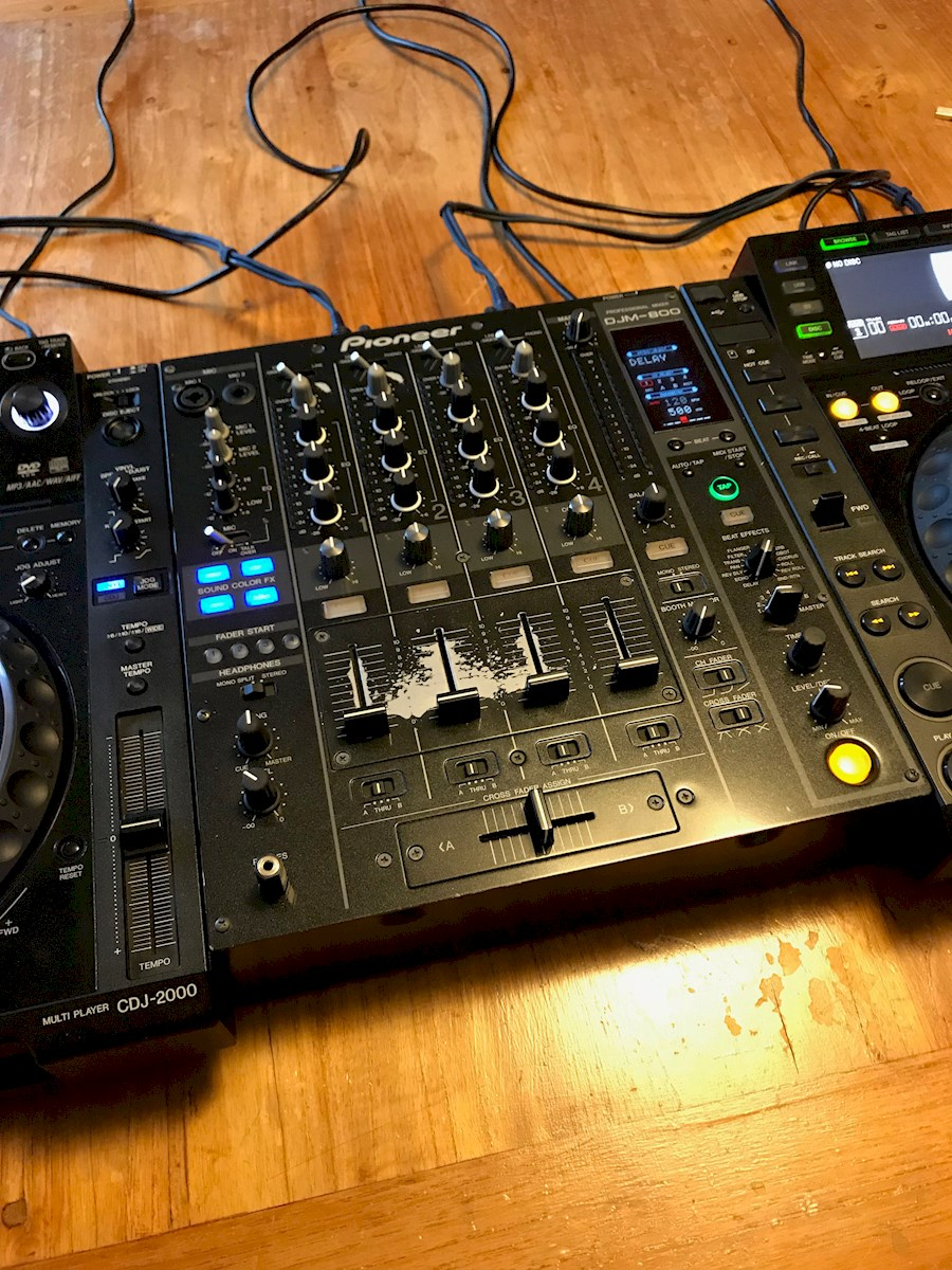 Rent a Pioneer CDJ-2000 + DJM-800 DJ set in Oude Wetering from Henk