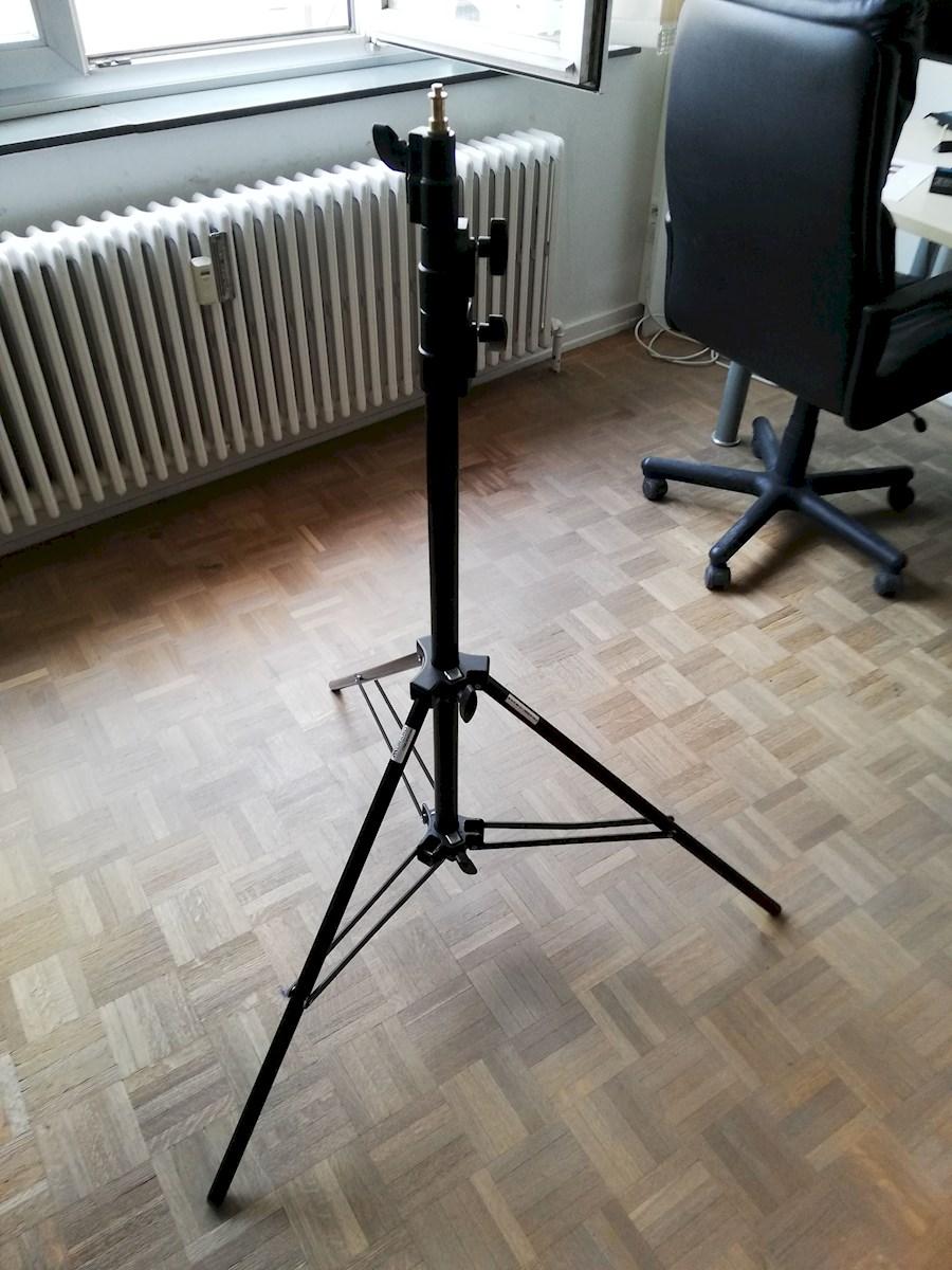 Rent Lichtstatief from BVBA EYES-SCREEN