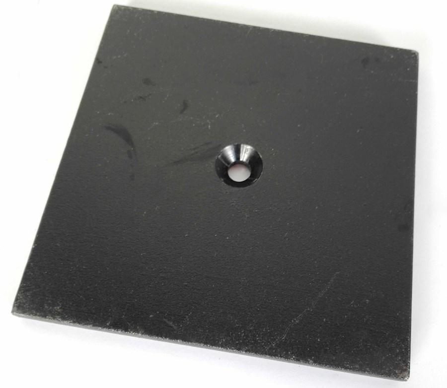 Rent a Baseplate 15x15 M10 verzonken zwart 1,7 kilo set van 6 stuks in Nieuwkuijk from BLICK FILM & LIVE V.O.F.