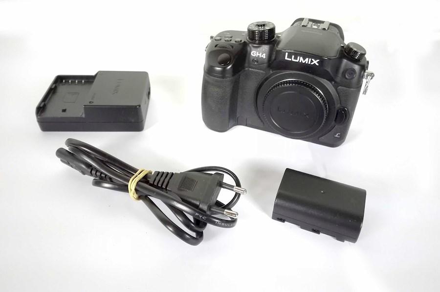 Huur een Panasonic GH4  4K inclusief Vlog, lader, 2 accu's en 128 gigabyte SD kaartje in Nieuwkuijk van BLICK FILM & LIVE V.O.F.