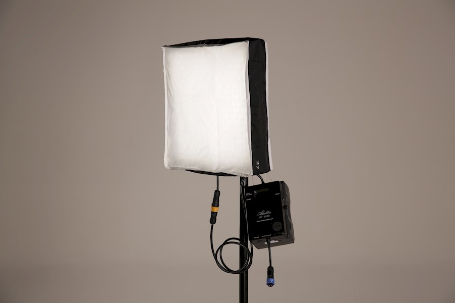Rent Aladdin Bi-flex1 led +... from Rick