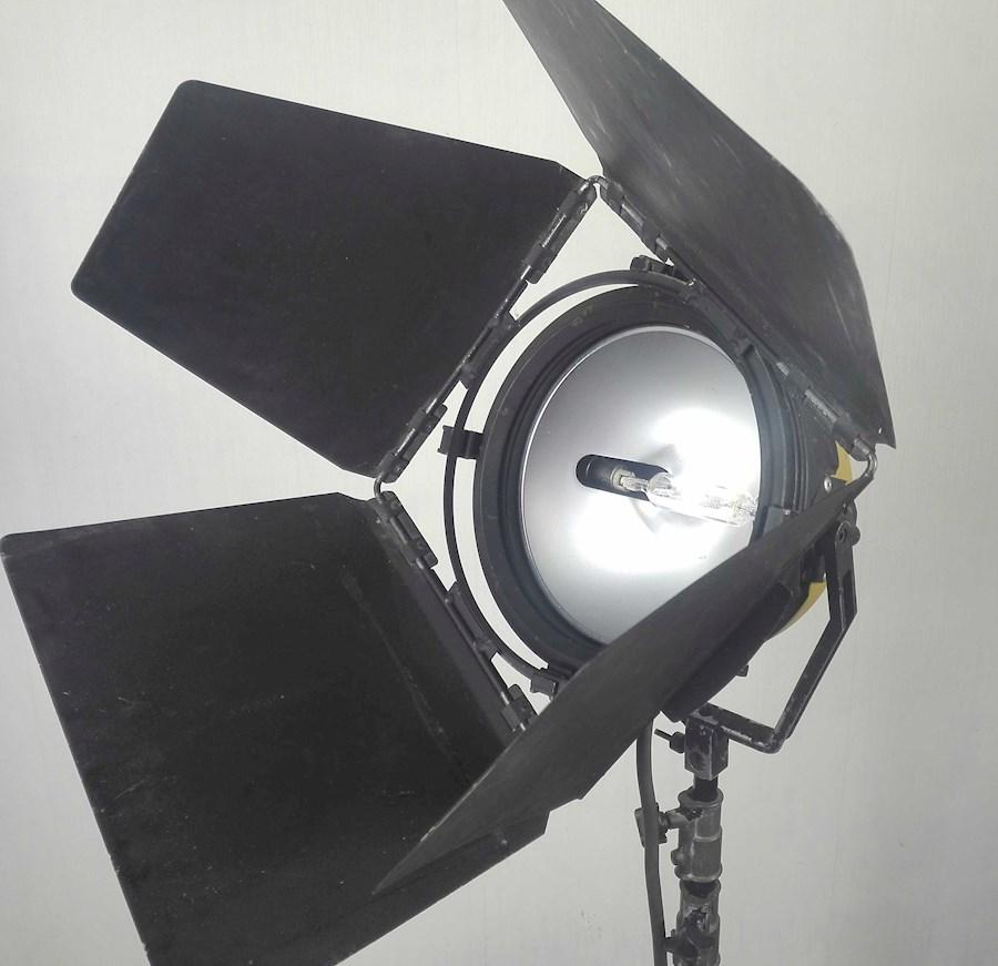 Rent a Ianiro blond Ianebeam 2kw filmspot inclusief barndoors in Nieuwkuijk from BLICK FILM & LIVE V.O.F.