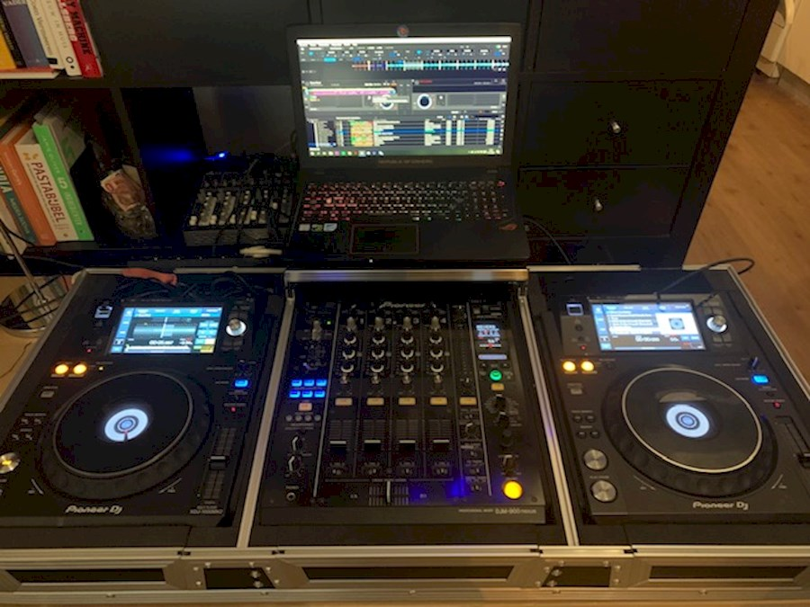 Rent DJ Set: 2x XDJ1000 MK2... from PIRAEUS