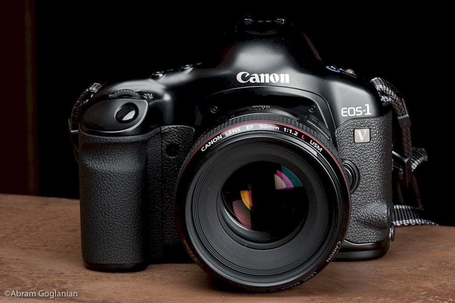 Rent canon eos 1 v from Dong Tao