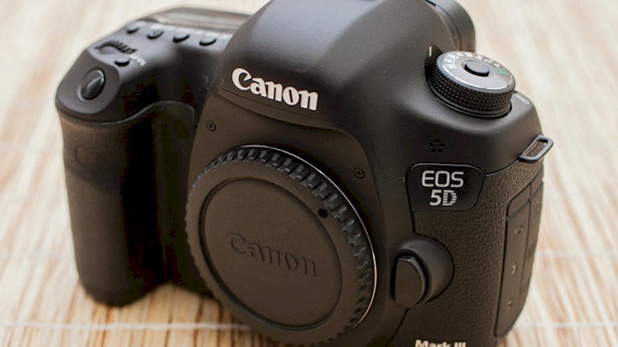 Rent a CANON Boitier 5D mark III in Paris from Sebastien