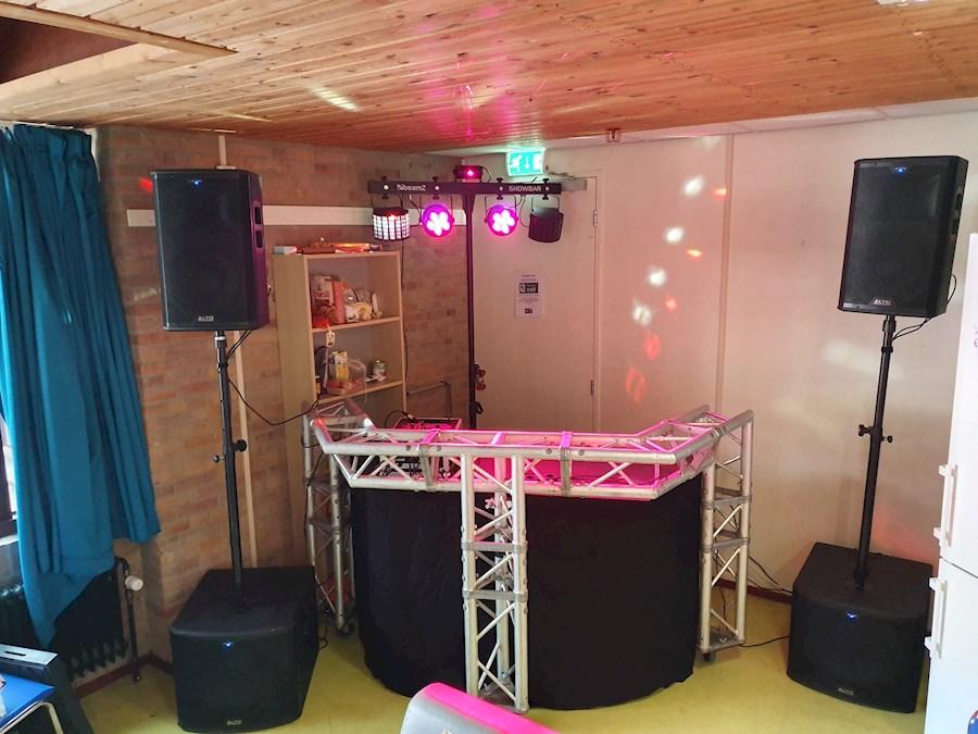 Rent speakers tot 300 personen from Nick