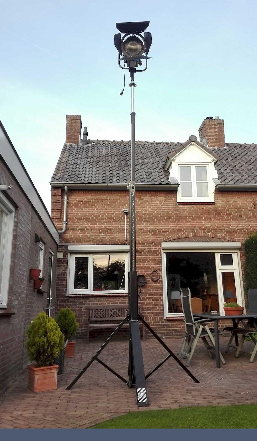 Rent a Lichtstatief wind-up  statief Duratruss goliat studio ST-4000 4,5 meter hoog max 120kg in Nieuwkuijk from BLICK FILM & LIVE V.O.F.