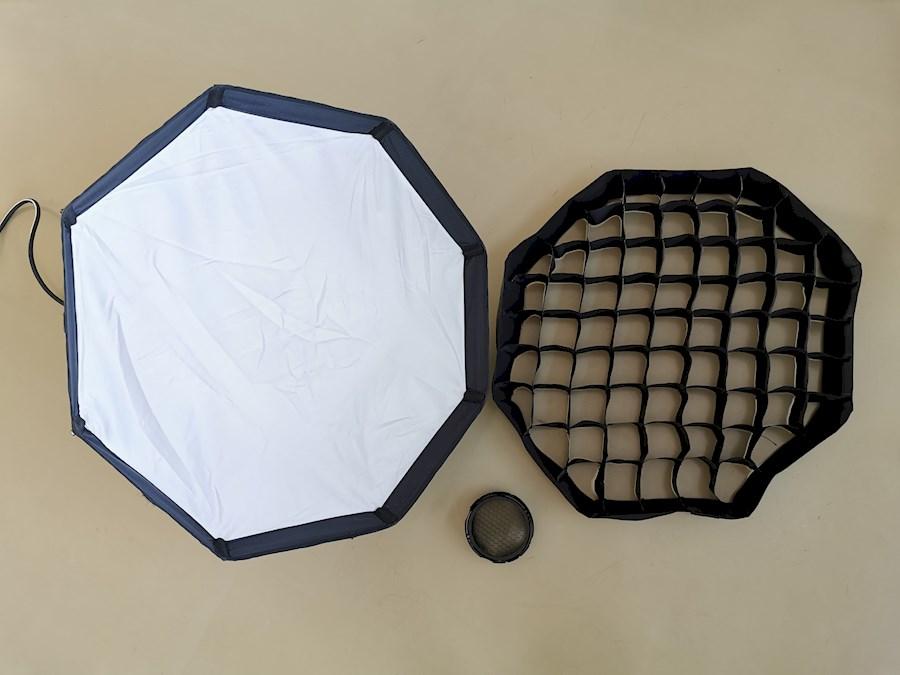 Rent a Profoto Softbox Octa 60 cm  en grid voor OCF systeem in Enschede from Indra