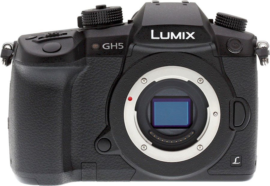 Rent a Panasonic Lumix GH5 Body set incl. Monitor, Mic, Speedbooster, V-Log in Amsterdam from Oscar