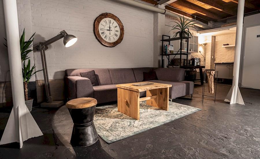 Rent a industriële foto / video studio in Zwijndrecht from DRONECAPTURE