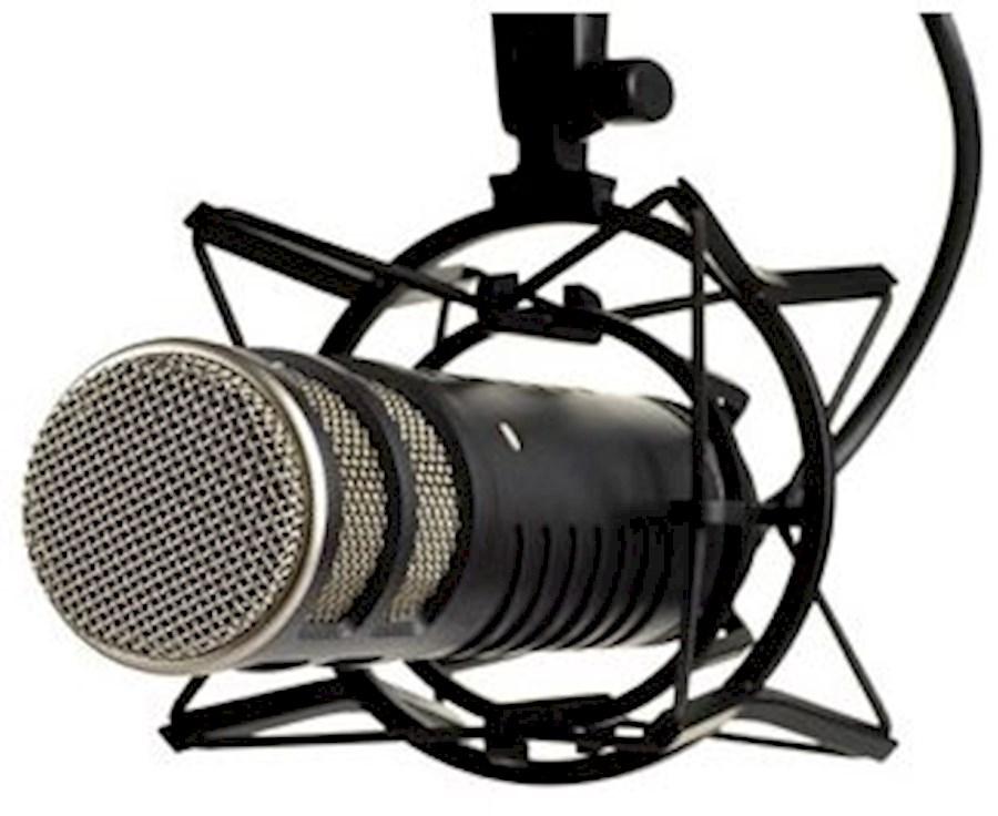 Huur een 2x Røde Procaster Microfoons incl. shockmounts, kabels (5m.) en tafelstatief in Nes van EMC VENTURES B.V.