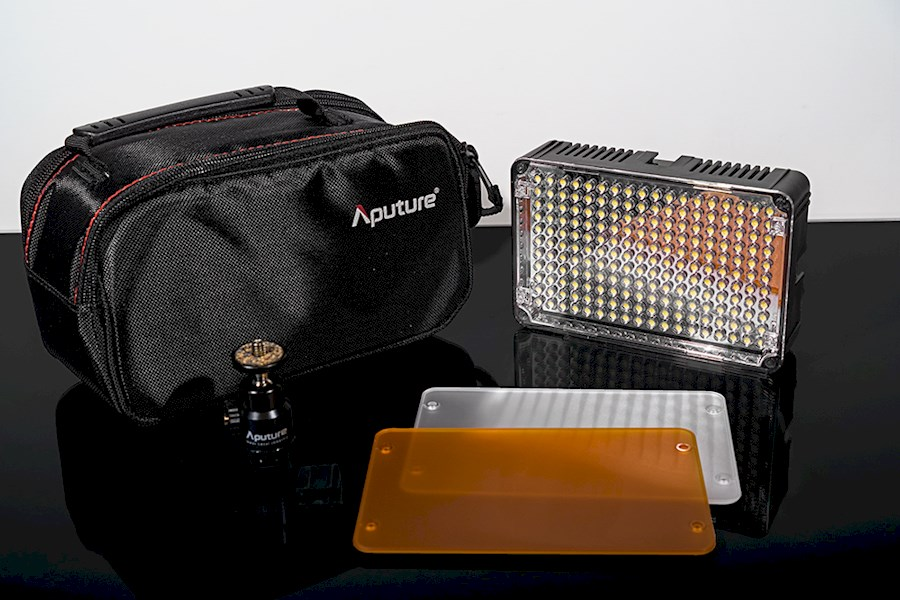 Rent Projecteur LED APUTURE... from Martin