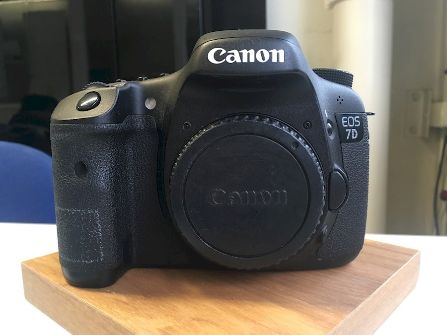 Rent a Canon 7D  Nu avec Objectif  en Option in Thiais from Nabil