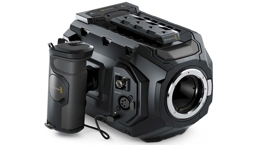 Rent a Blackmagic Ursa Mini 4K EF  + Batterie + Carte C-FAST 2.0 in Versailles from Samuel