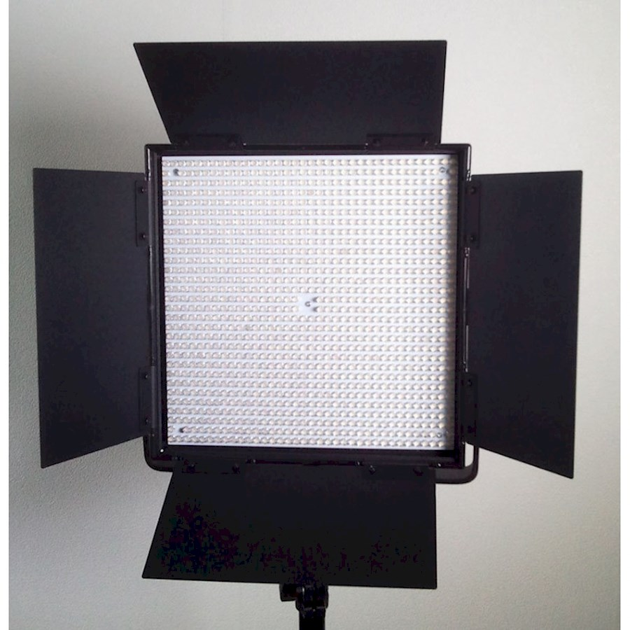 Rent a Led lamp 65w bi-color dimbaar + V-mount accu + statief in Arnhem from Kaylee