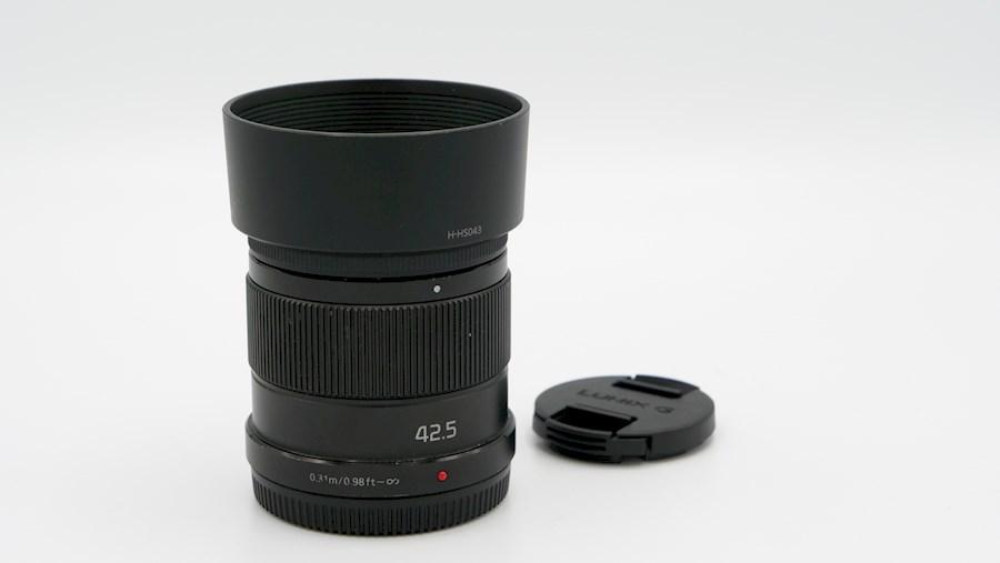 Huur een Panasonic Lumix G MFT 42,5mm f/1.7 in Woudsend van FILMKE.NL