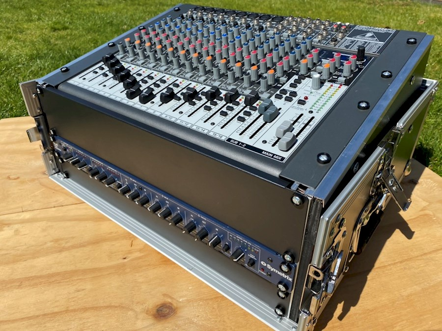 Rent Behringer xenyx 2222fx from Klaasjan