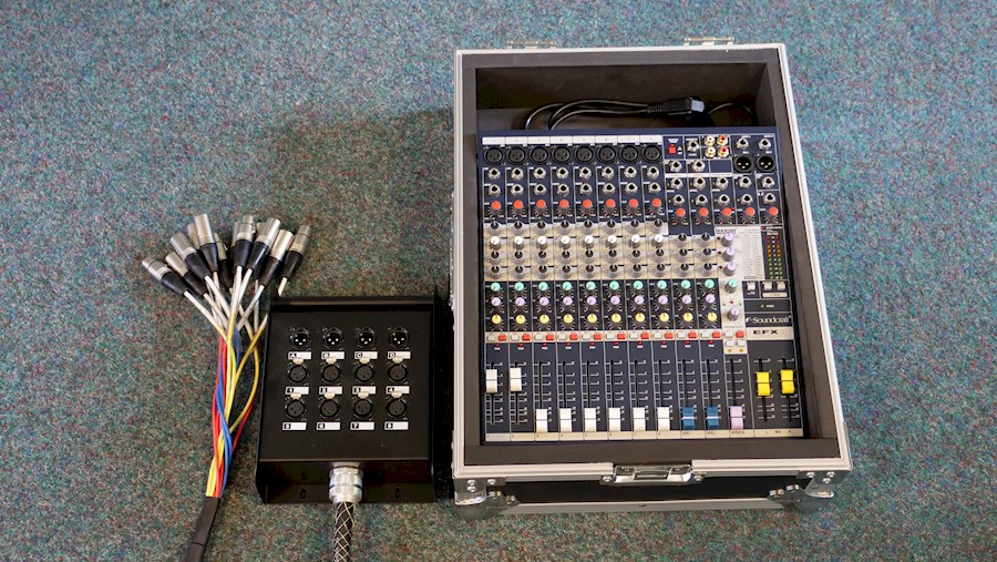 Rent a Soundcraft 10 kanaals mixer in Woudsend from Willem