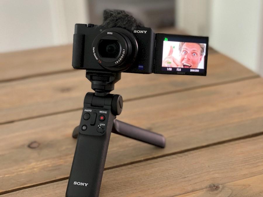 Rent a SONY ZV-1 Vlogcamera (1e dag €65, volgende dagen €12,50, week voor 100) in Utrecht, Zuid-West from Jelle