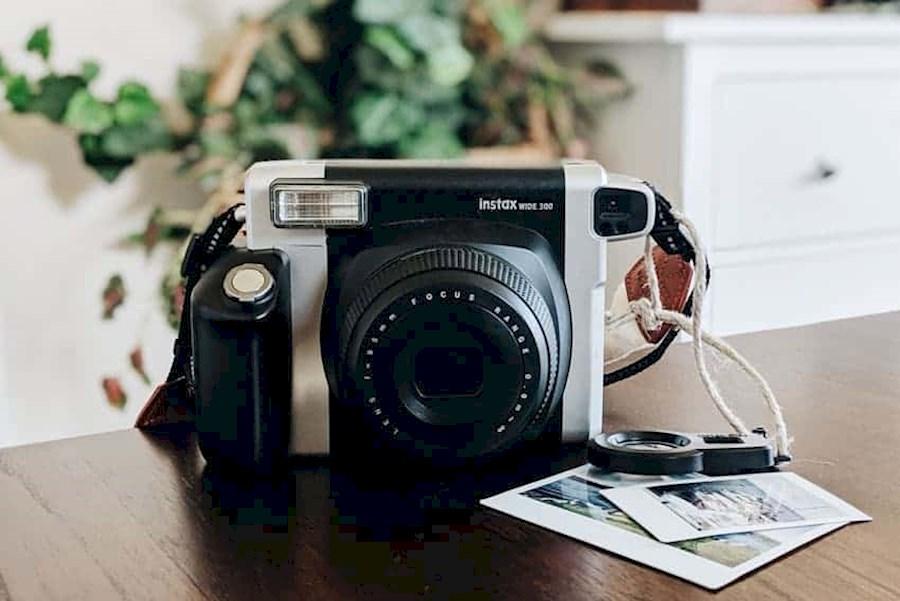 Huur een Fujifilm instax wide / Polaroid look-a-like met 10 gratis foto's in Hilversum van HANZ-ON MEDIA