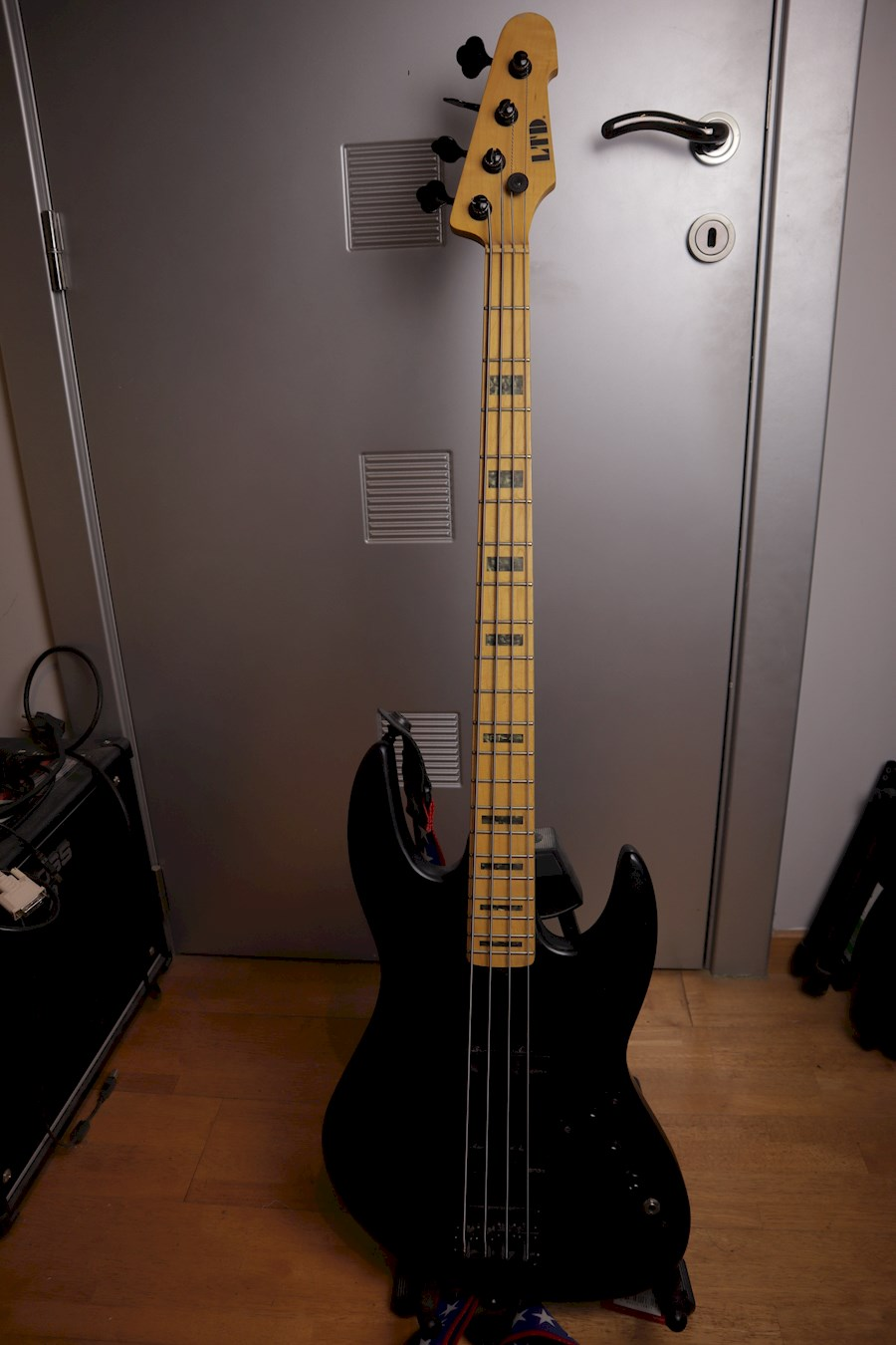 Rent LTD PT-4 Basgitaar 4 S... from Jeffrey