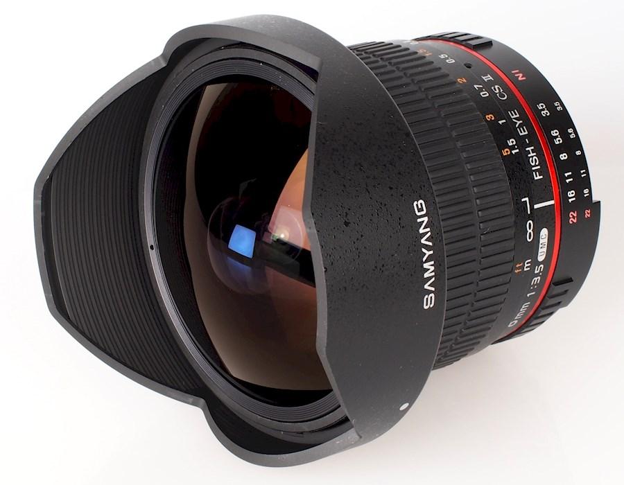 Rent a Samyang 8mm FishEye F3.5 in Heist-op-den-Berg from Ferdnand