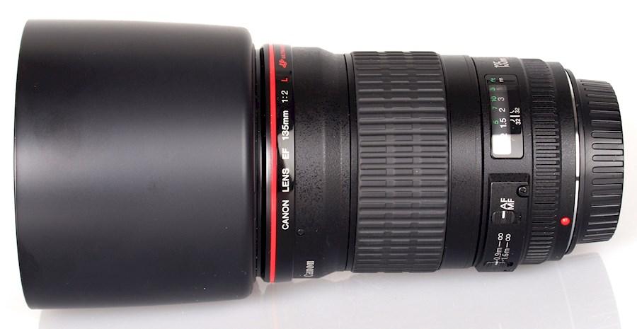 Huur Canon lens EF 135mm f/2 van (OSCAR VAN DER WIJK KUNSTADVISERING)