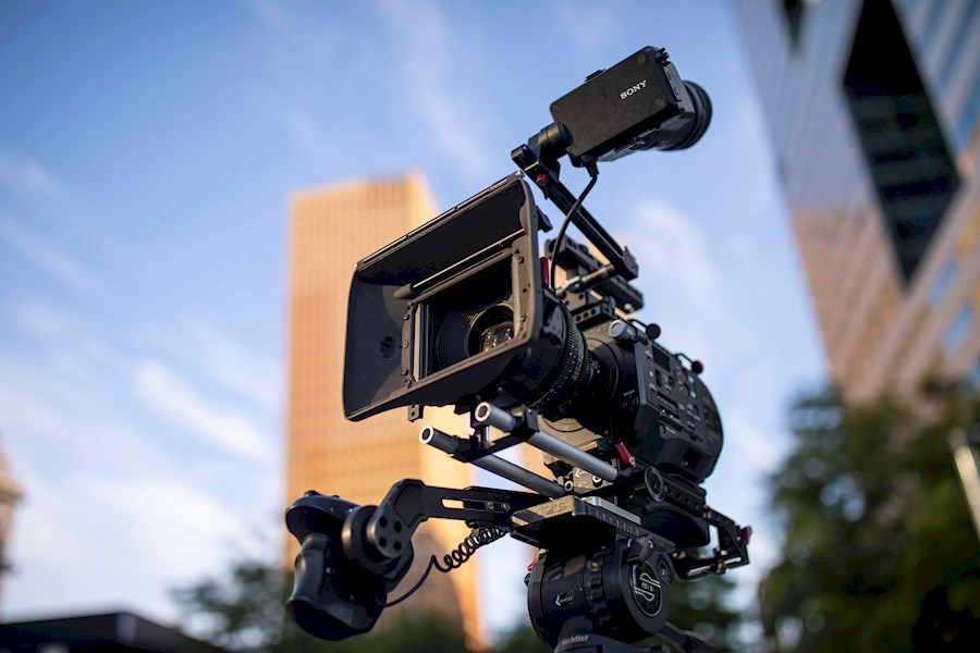 Rent a Sony FS7 Set incl. Lenzen & Audio in Amsterdam from Striking Video