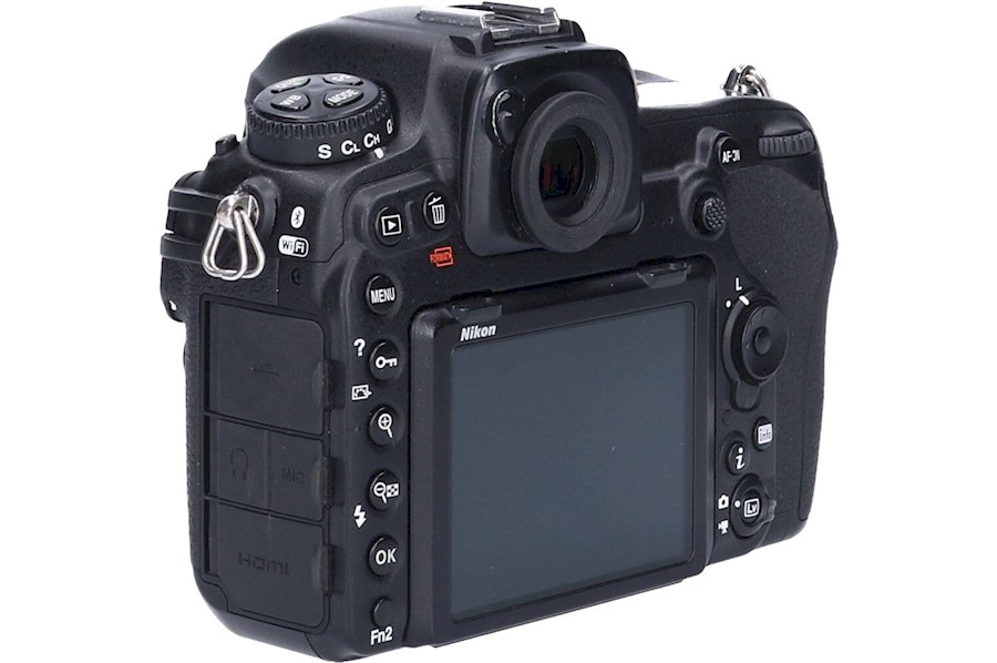 Rent Nikon D500 body from Hans