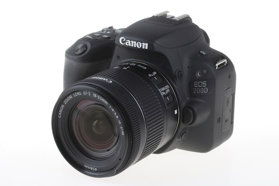 Rent a Canon 200D + 18-55mm f/3.5-5.6 IS STM in Wommelgem from Arthur