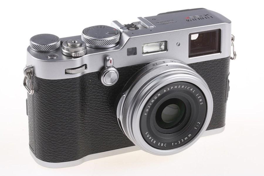 Rent Fujifilm FinePix X100F from CAMERALAND B.V.