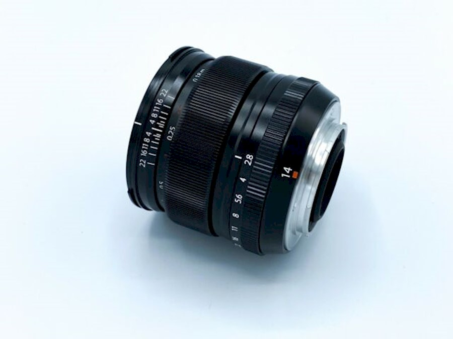 Louez Fujifilm XF 14mm f/2.8 R de CAMERALAND B.V.