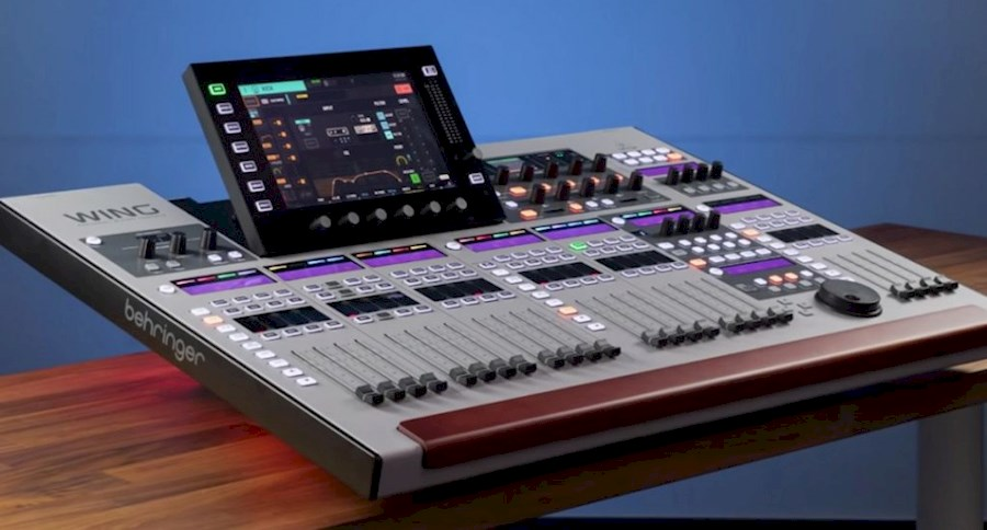 Rent a Behringer wing in Heerhugowaard from LION PRODUCTIONS