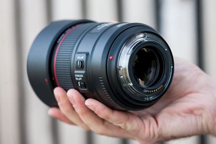 Rent a Canon EF 85mm 1.4 IS USM in Enschede from Indra
