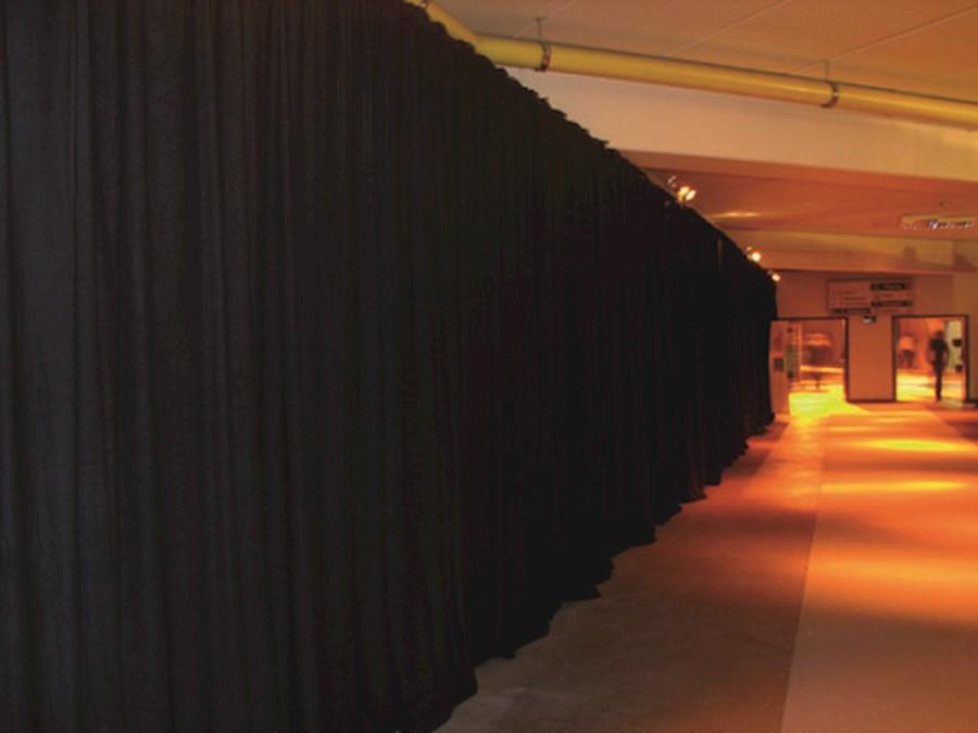 Rent a Showtex Pipe&Drape per strekkende meter in Goirle from V.O.F. JK PRODUCTIONS