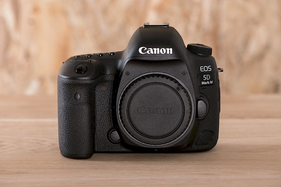 Rent Canon EOS 5D Mark IV from SARL ROZZOLIVA