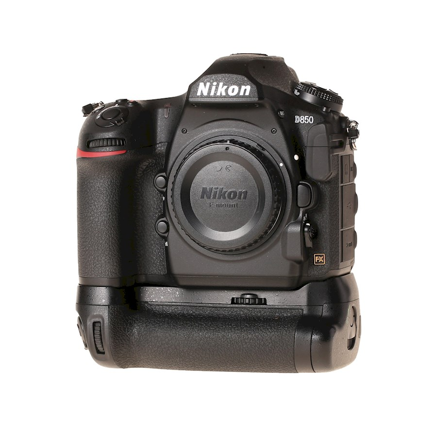 Louer un(e) Nikon D850 + Battery Grip à Forest de Nam