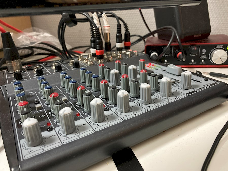 Rent Behringer Xenyx 1202 from Nicolas