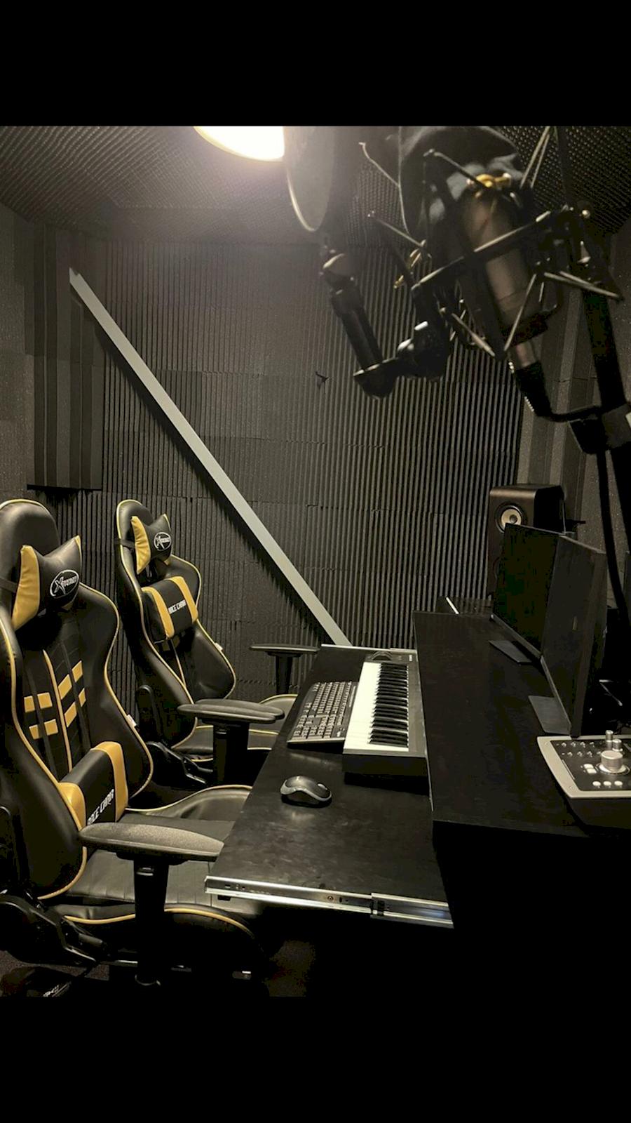 Rent Muziekstudio deleiro from Robert
