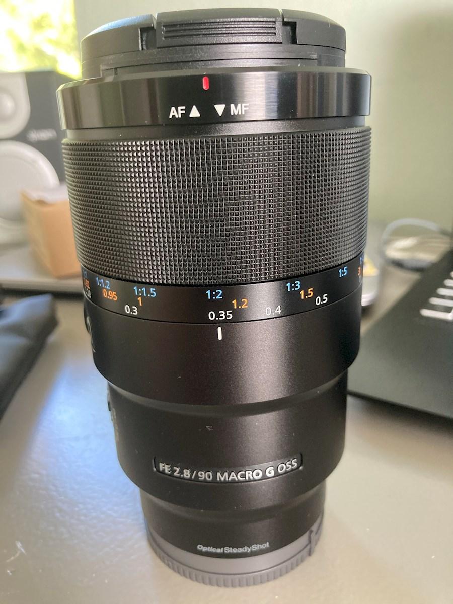 Louez Sony 90mm F2.8 Macro F... de Ward