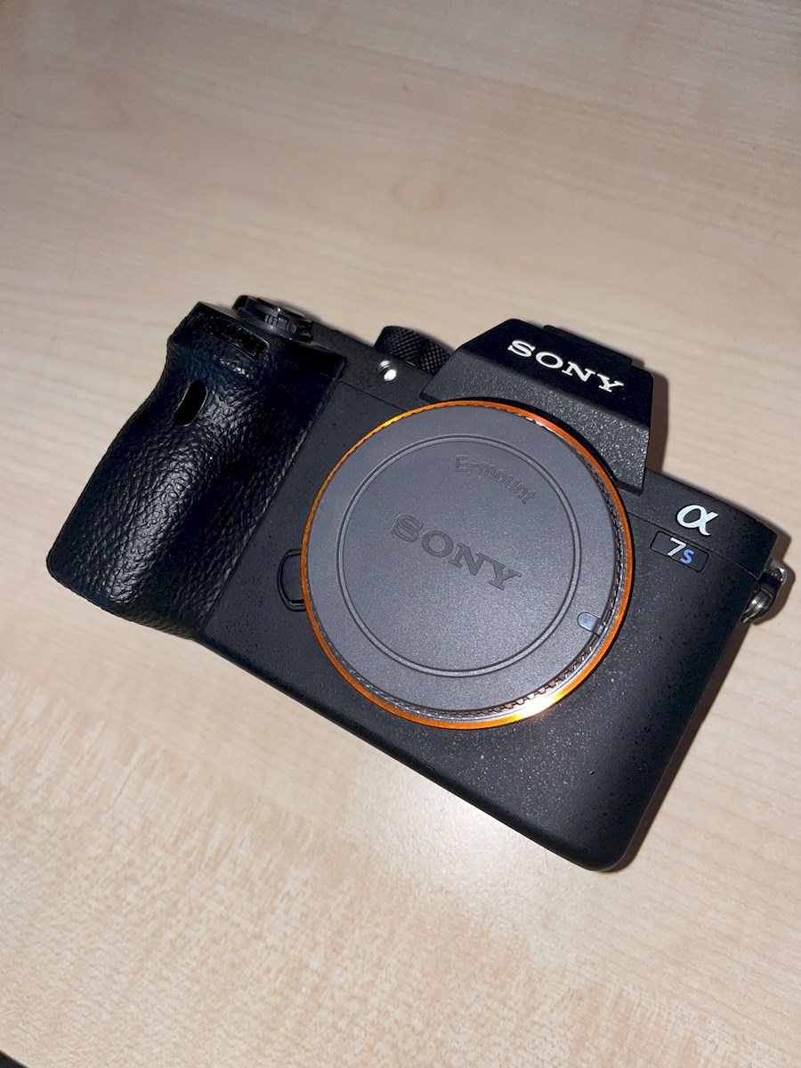 Rent Sony A7s mark II (A7SI... from Roeland